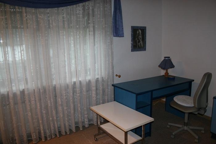 Ferienwohnung Budapest Zimmer Paul Schreibtisch